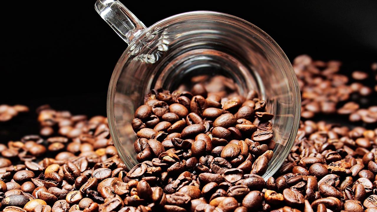Врач назвал продукт, с которым опасно сочетать кофе