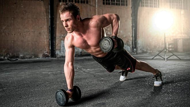 Эксперт назвал самые опасные упражнения в тренажерном зале