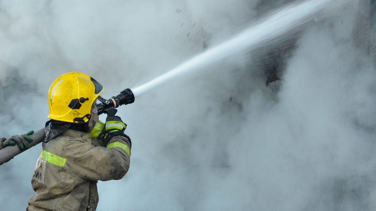 В Подмосковье присвоен повышенный ранг опасности пожару на электроподстанции