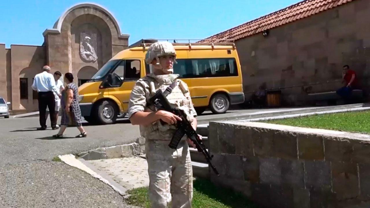 Миротворцы РФ сопроводили 150 паломников в монастыри Амарас и Ганзасар в Карабахе