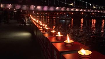 «Линия памяти» из 1418 свечей зажглась на Крымской набережной в Москве