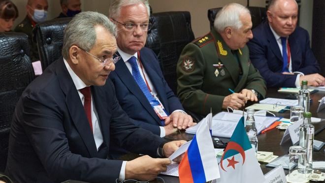 Шойгу: Россия намерена развивать сотрудничество с Алжиром во имя стабильности в Африке