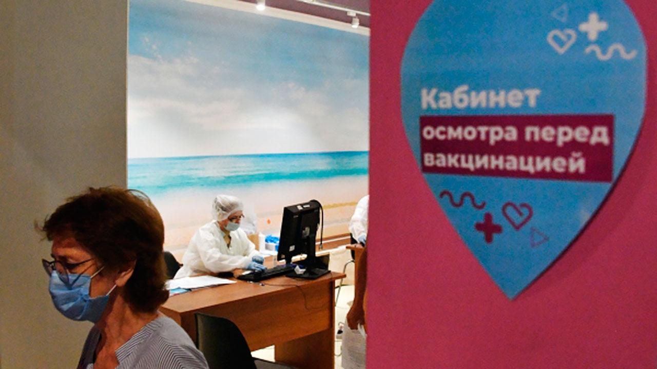 Собянин сообщил о рекордном числе москвичей, записавшихся на вакцинацию за сутки