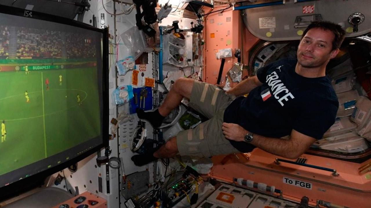 Астронавт Тома Песке посмотрел игру команды Франции на Евро-2020 прямо на МКС