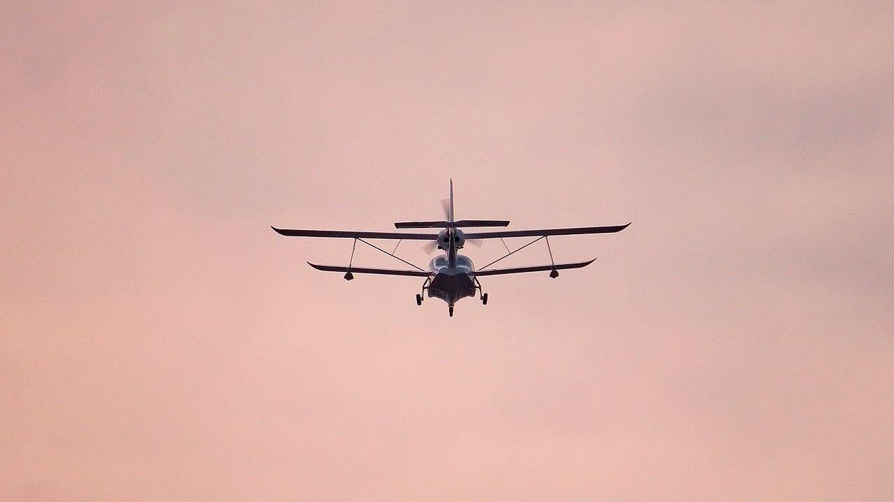 Экипаж пропавшего легкомоторного самолета найден живым в Архангельской области