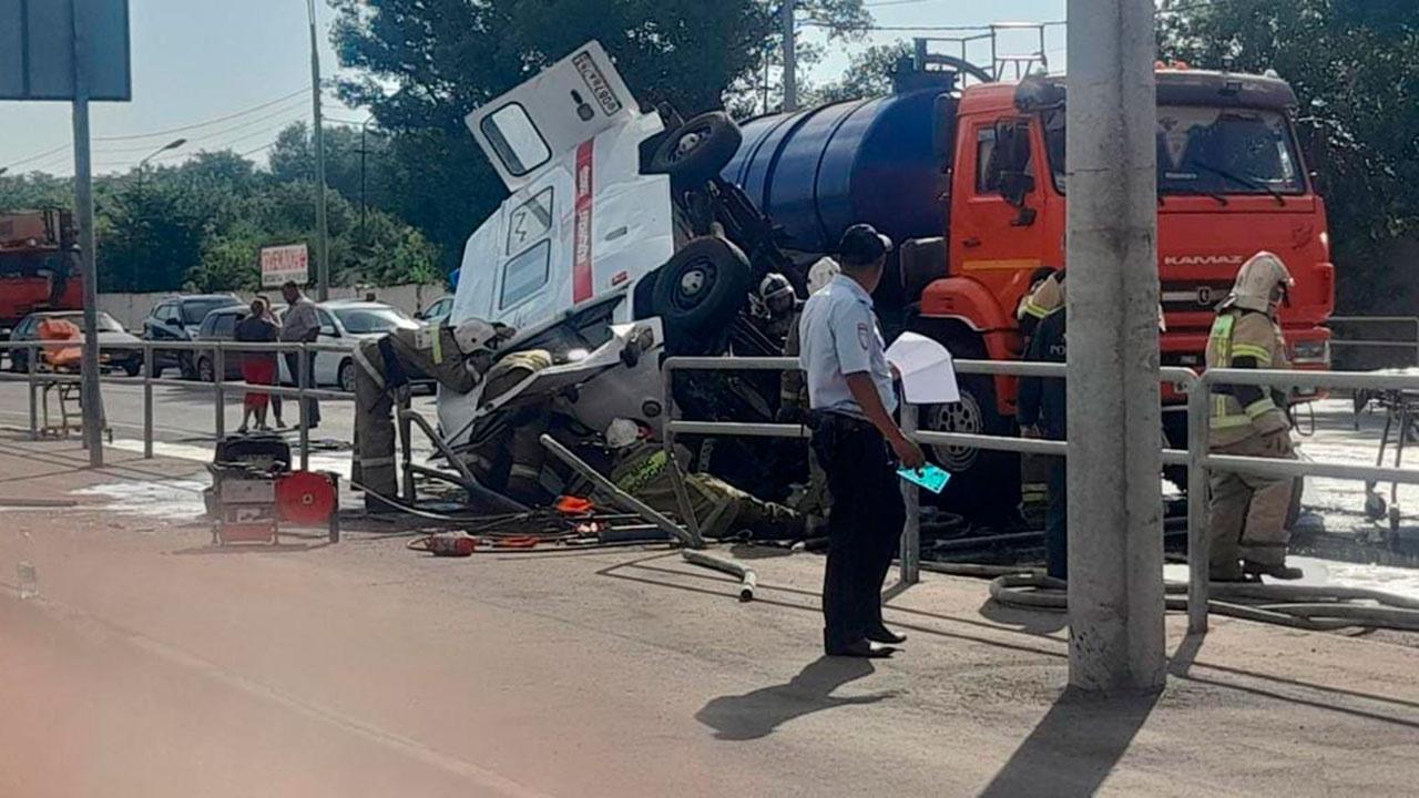 Один погиб и пятеро пострадали: под Самарой произошло ДТП со «скорой» и грузовиком