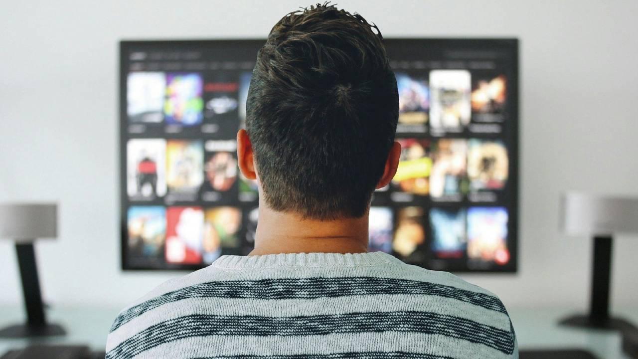 Путин подписал закон о бесплатной трансляции телеканалов в Интернете