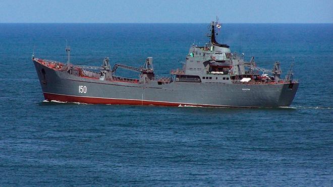 Вода и воздух: авиация ЧФ и ЮВО нанесла удары по кораблям «противника» в Черном море