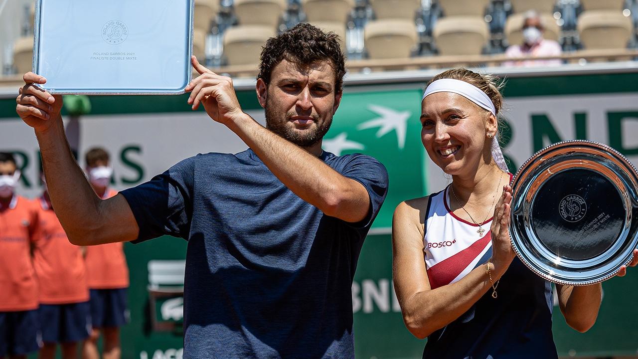 Теннисисты Карацев и Веснина отказались участвовать в Уимблдоне