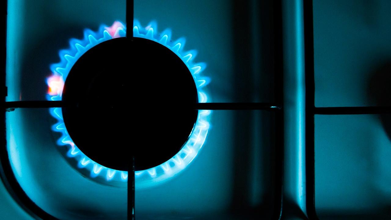 Новак назвал число домовладений, которые бесплатно подключат к газу