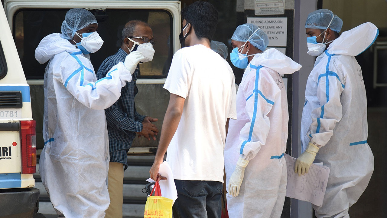 Главный инфекционист США назвал особенности индийского штамма COVID-19