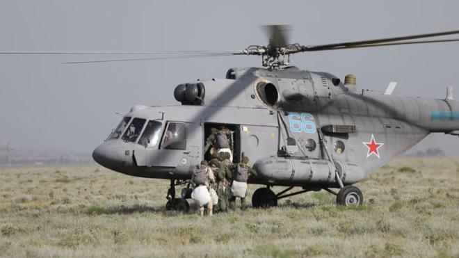 Планирующее крыло: морпехи Каспийской флотилии совершили прыжки на системах «Арбалет-2»