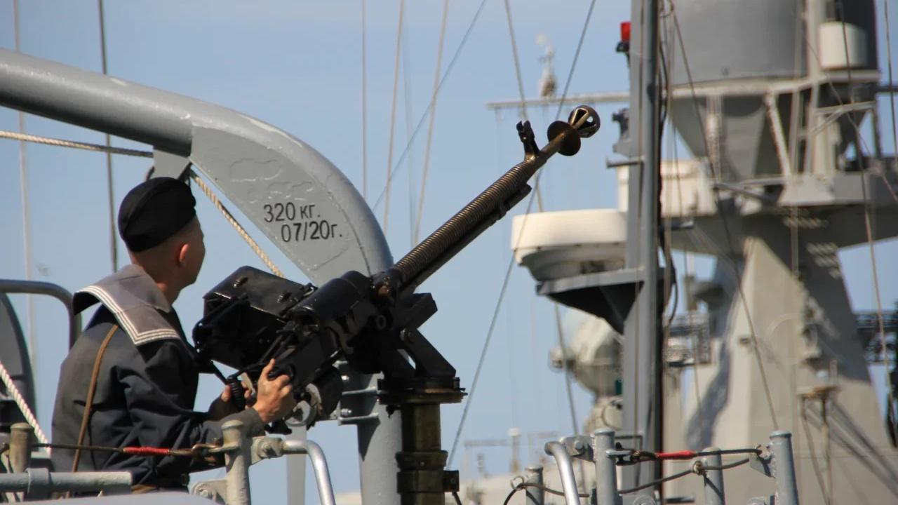 Военнослужащие отбили атаку «диверсантов» на корабли Каспийской флотилии