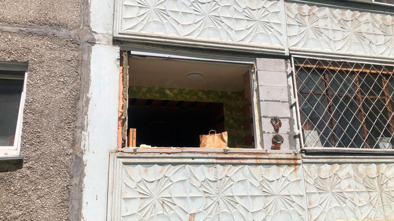Выбило дверь: хлопок газа произошел в жилом доме в Новосибирске