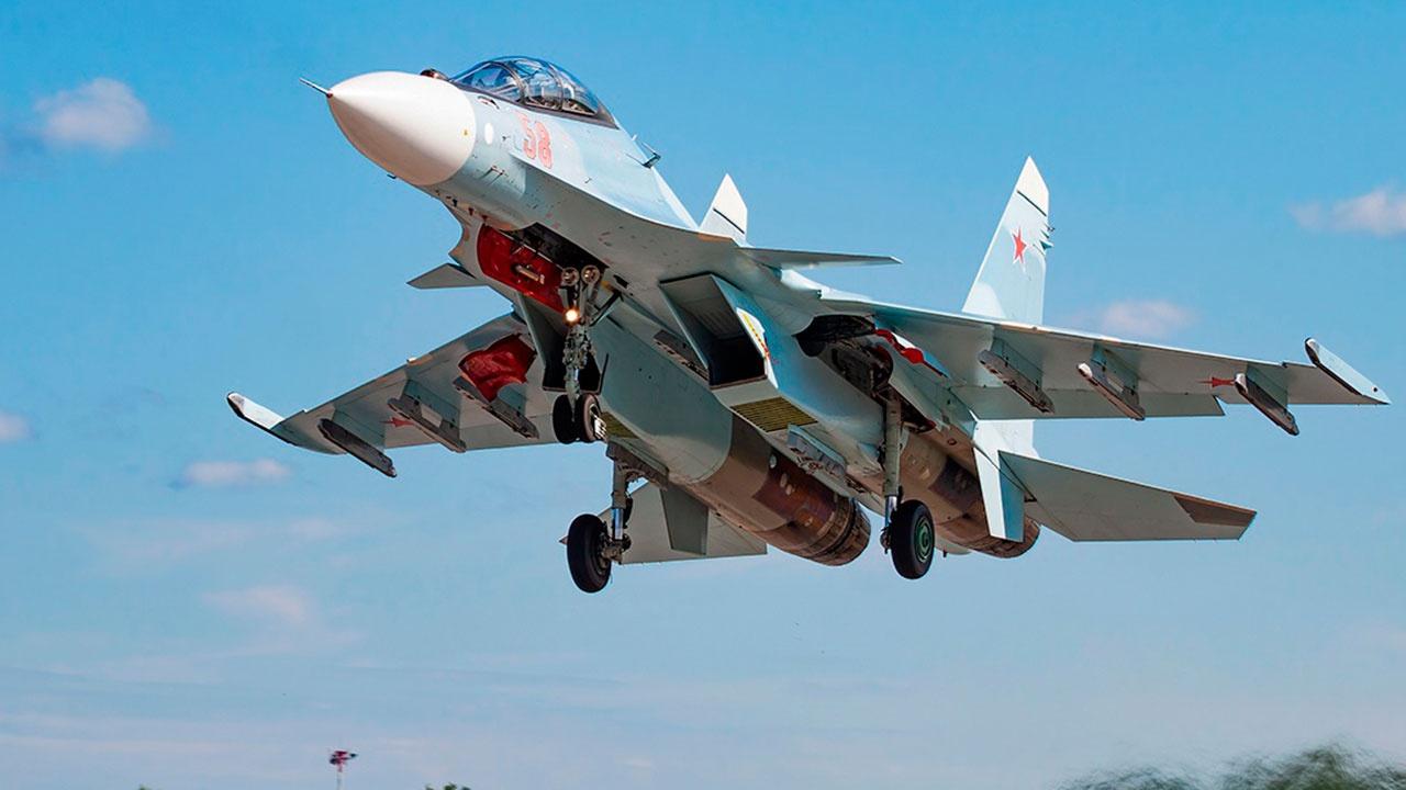Истребители Су-30СМ и Су-27 поднимались в воздух для недопущения нарушения границ РФ самолетами США над Черным морем