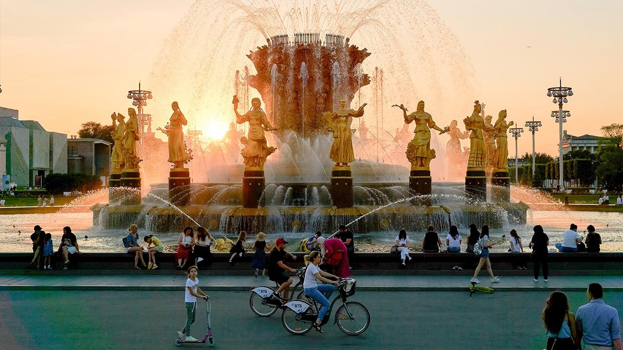 Жара не отступает: в Москве продлили «оранжевый» уровень опасности