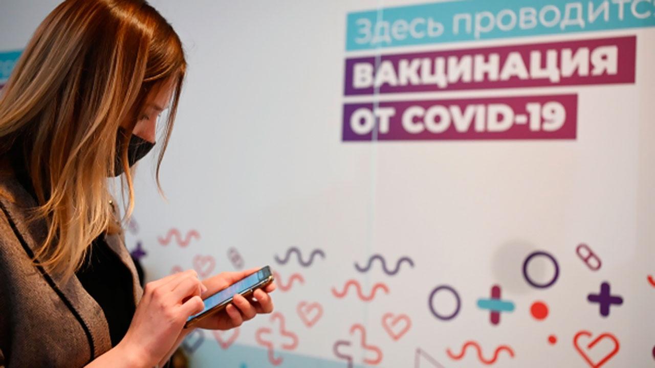 Собянин заявил, что московские власти получают данные о каждом заболевшем COVID-19 и привитом