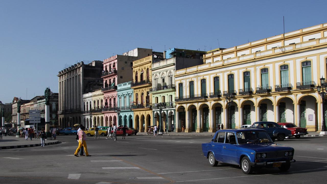 Мэр Майами призвал власти США нанести авиаудар по Кубе