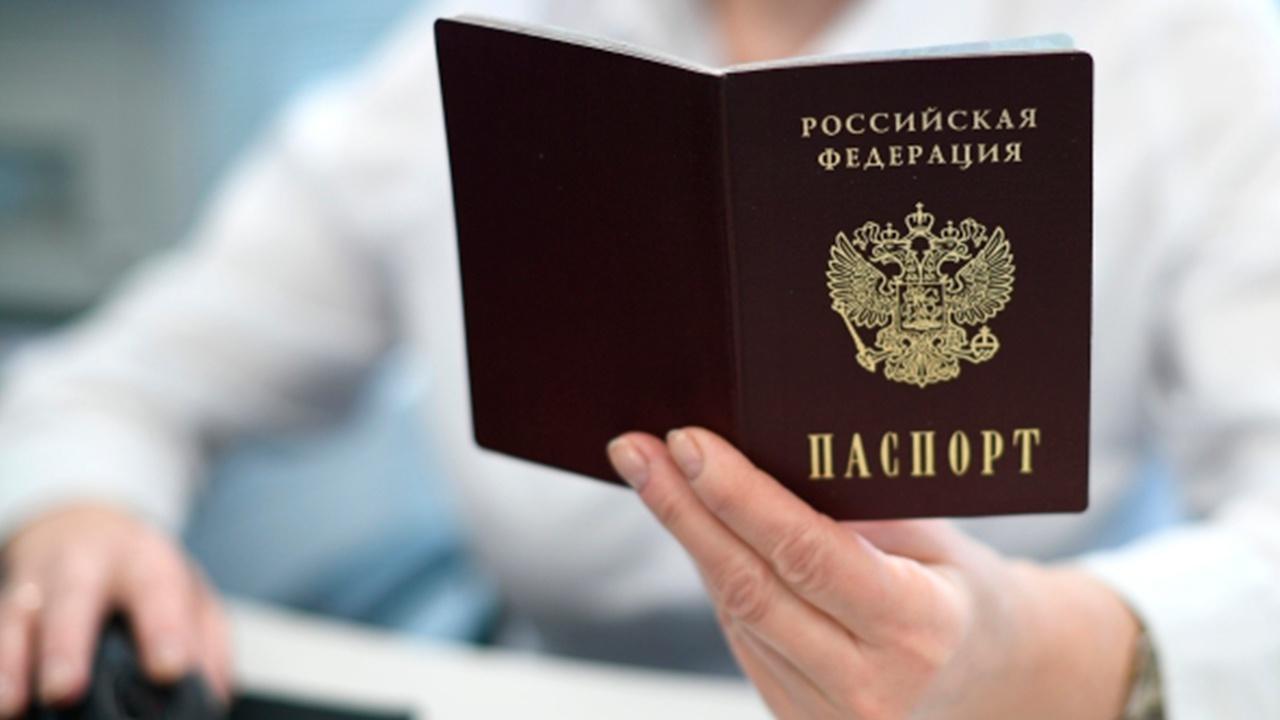 В России продлили срок действия подлежащих замене паспортов