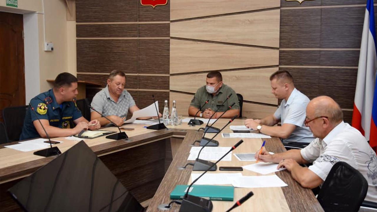 Собран оперативный штаб: под Евпаторией угроза возникновения ЧС из-за пожара на мусорном полигоне