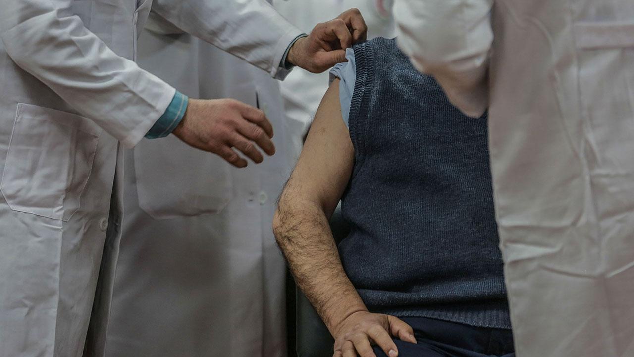 В Узбекистане объявили массовую вакцинацию взрослого населения от COVID-19