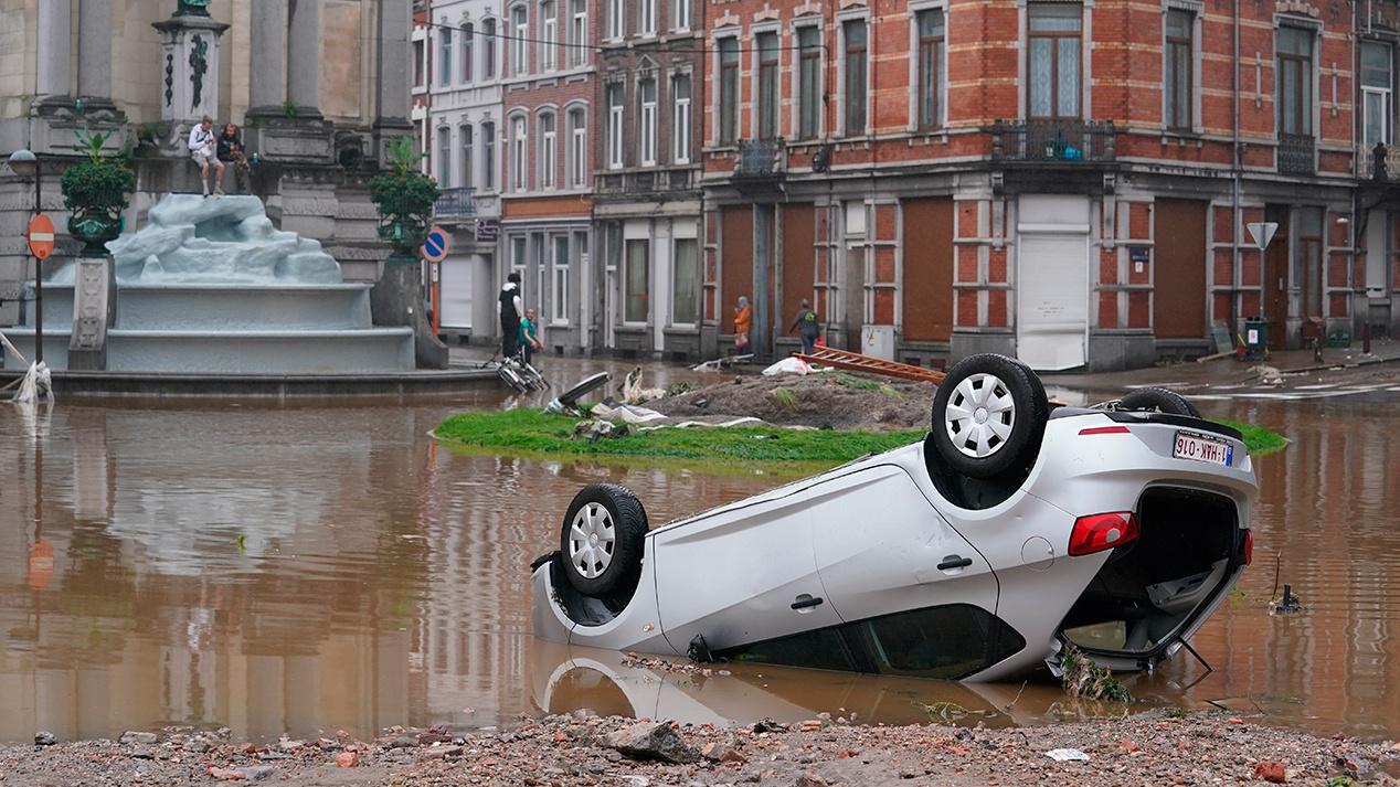 Более 30 человек погибли во время мощного наводнения в Бельгии