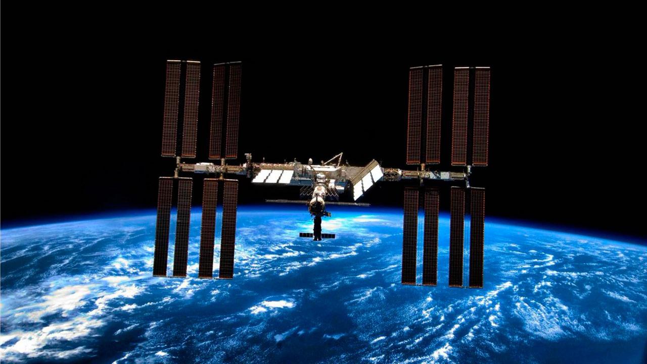 Экипаж МКС обнаружил несколько новых мест утечки воздуха