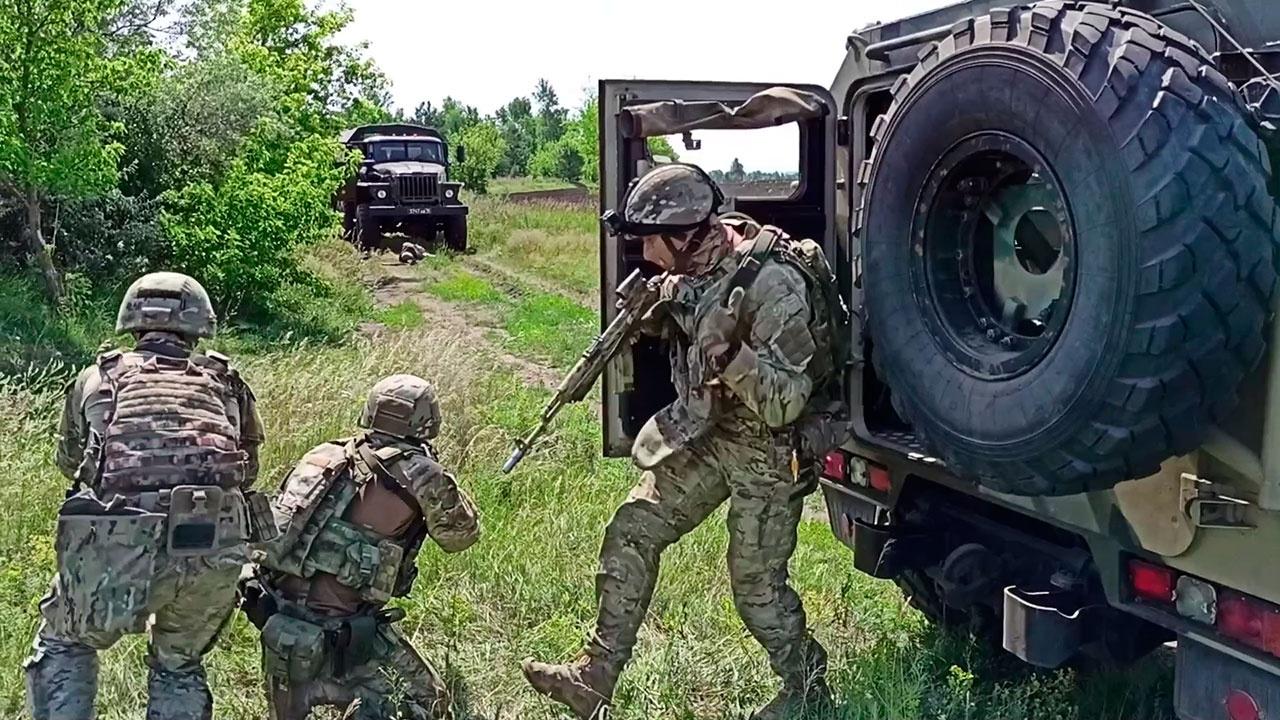 Спецназ ЦВО уничтожил «кочующие отряды боевиков» и захватил важные документы на учениях под Самарой