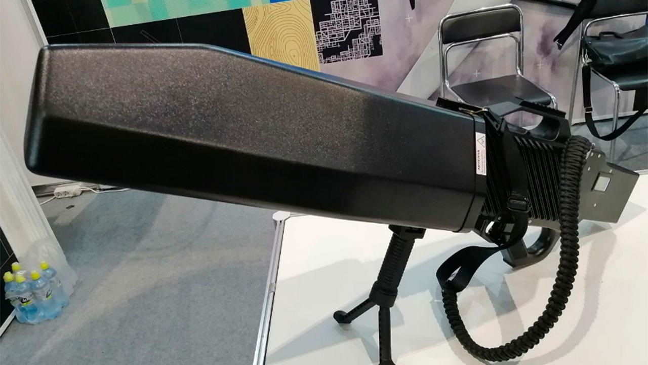 На МАКС-2021 представили ручной комплекс борьбы с дронами «Гарпун-3»