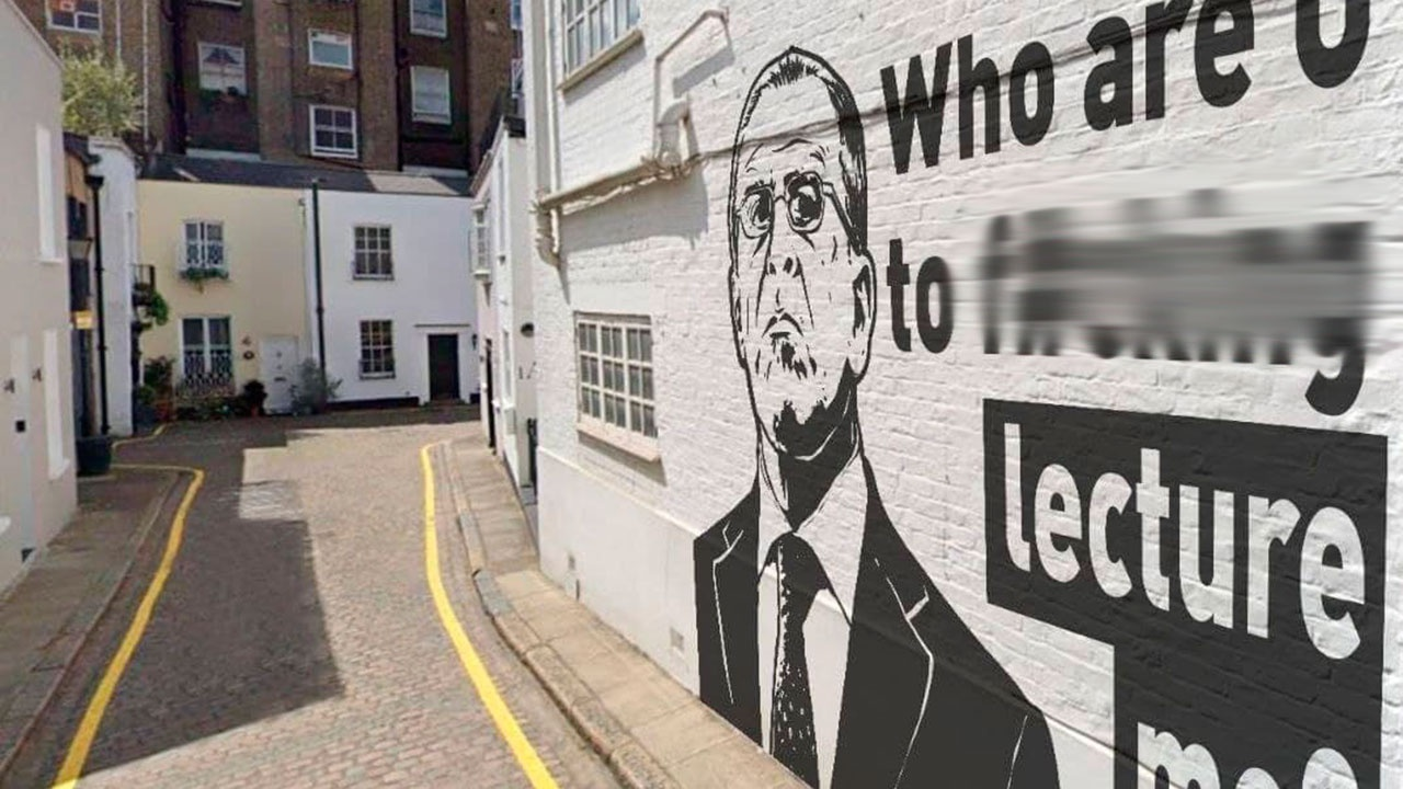 Захарова прокомментировала граффити с Сергеем Лавровым в Лондоне