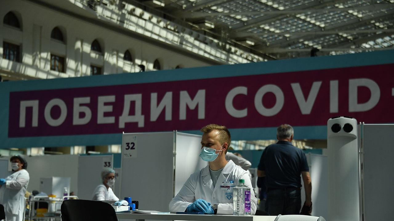 Мурашко назвал число россиян, привитых первым компонентом от COVID-19