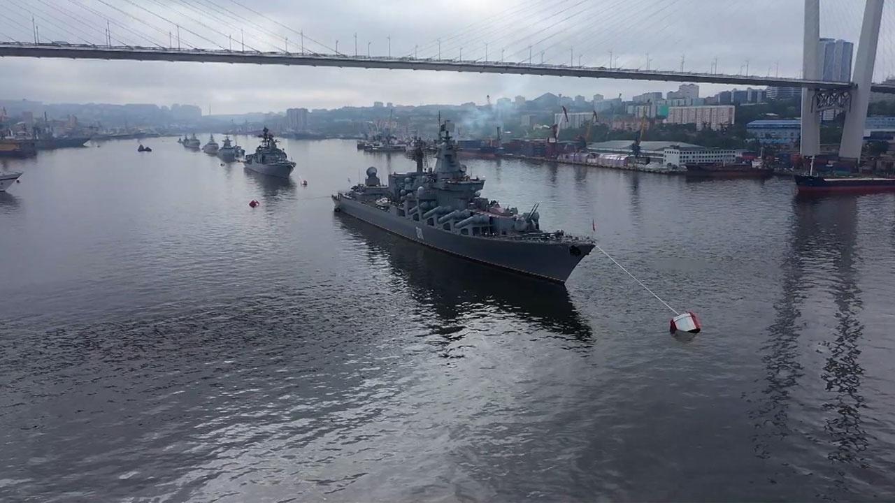 Во Владивостоке прошла генеральная репетиция морского парада ко Дню ВМФ
