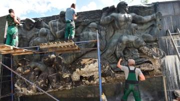 СМИ: во Львове полностью демонтировали Монумент славы Советской армии