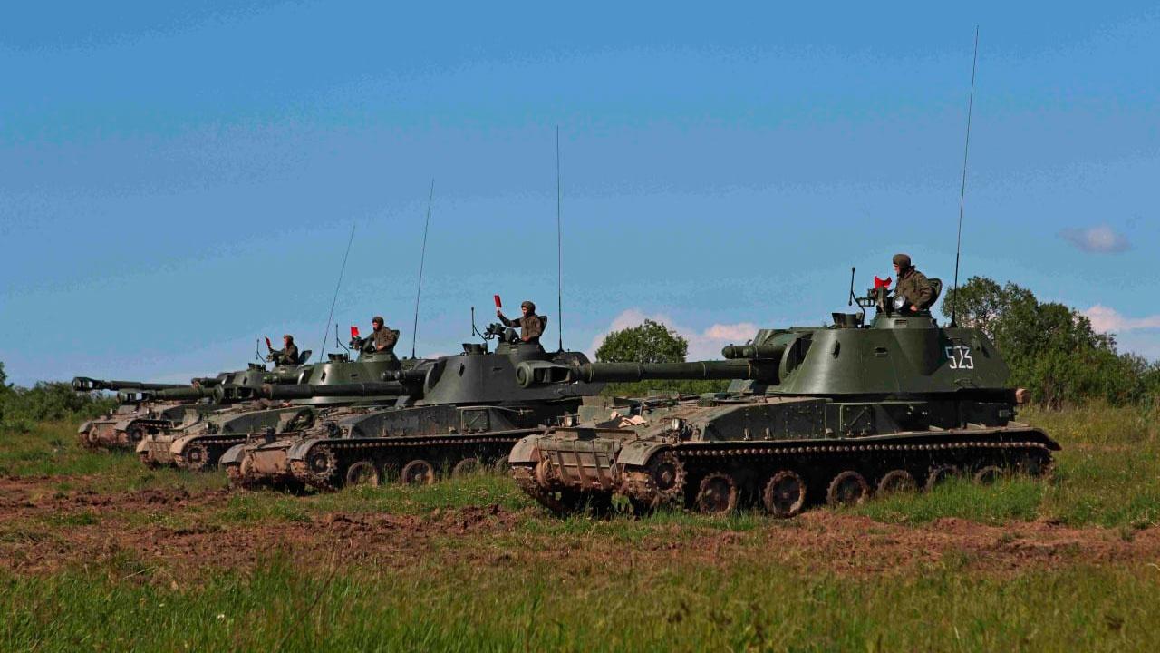 Экипажи БТР, «Гвоздик» и «Градов» готовы к участию в Дне ВМФ России