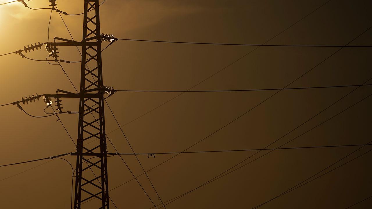 В Испании тысячи человек остались без света из-за обрыва проводов после падения самолета