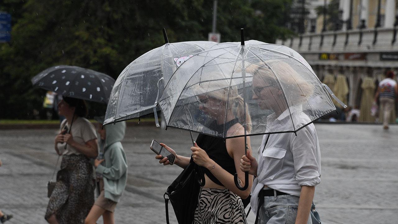 Несколько регионов России захлестнут сильные дожди