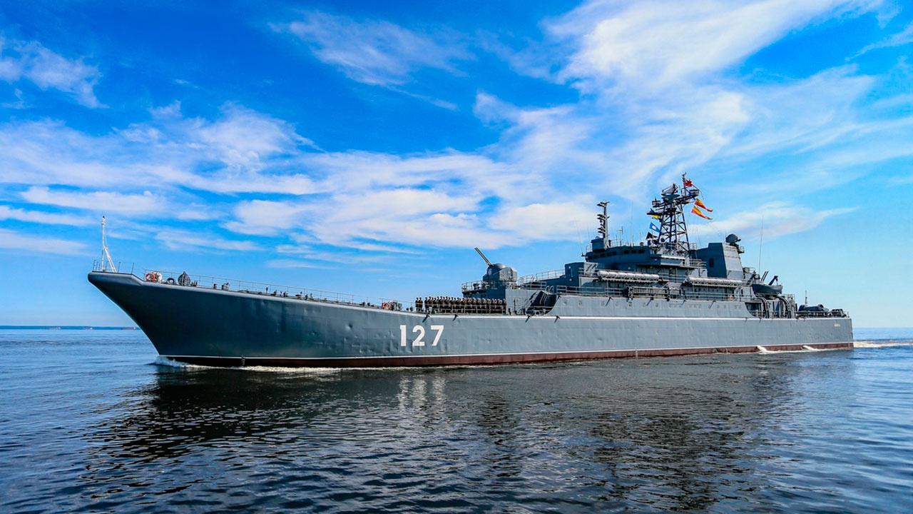 Министр обороны России поздравил военнослужащих и ветеранов с Днем ВМФ