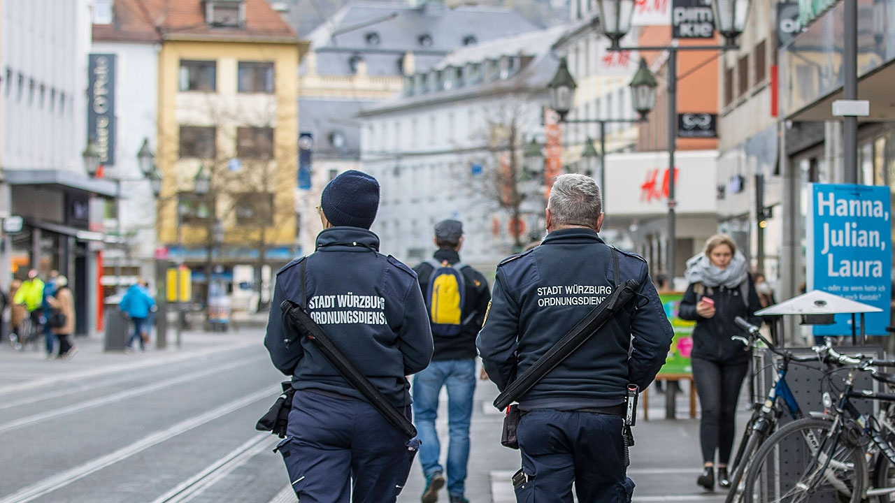 Без ресторанов и кино: в Германии готовят ограничения для непривитых от COVID-19