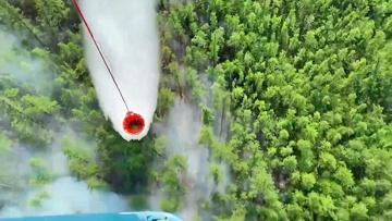 Помощь с воздуха: армейские Ил-76 и Ми-28 сбросили на горящие леса в Якутии более 350 тонн воды