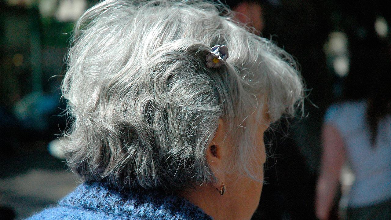 Ученые рассказали, как вернуть цвет седым волосам