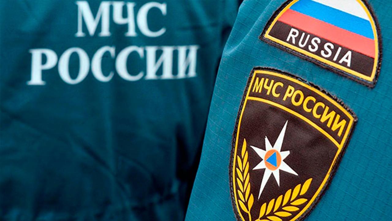 Горят подъезды и крыша: крупный пожар произошел в жилом доме в Нефтеюганске