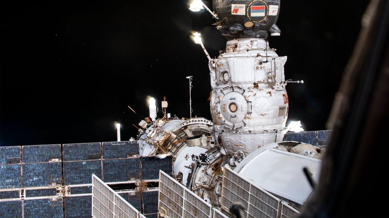 Российские космонавты провели тренировочную стыковку модуля «Наука»