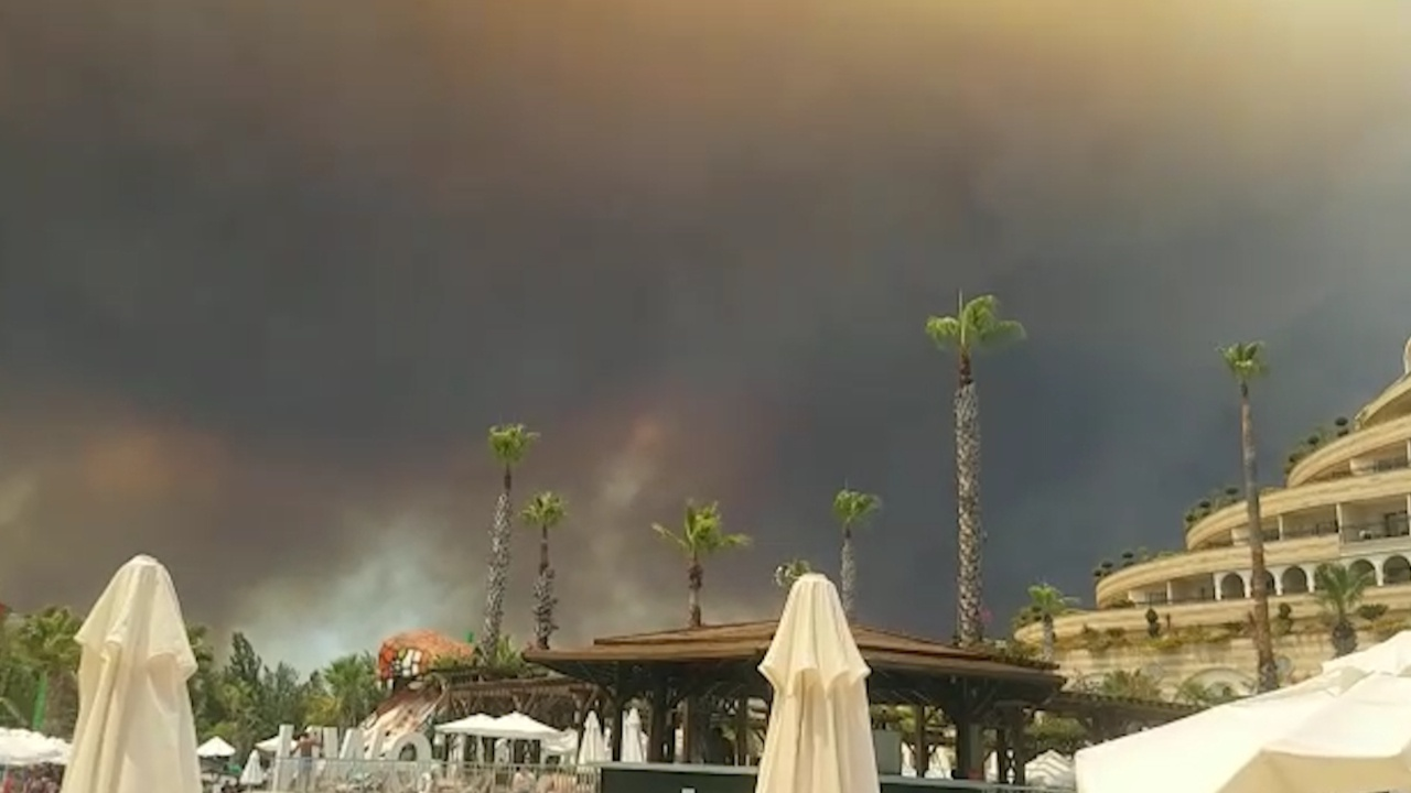 Турецкие отельеры готовы переселить постояльцев из-за пожаров
