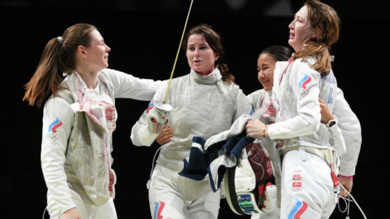 Российские рапиристки завоевали золото ОИ в командных соревнованиях