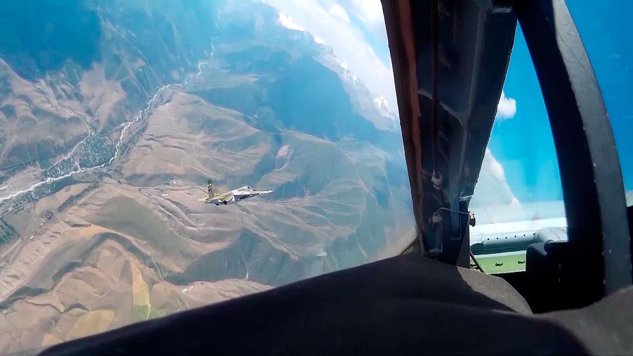 Опубликованы кадры переброски штурмовиков Су-25 из Киргизии в Таджикистан для учений