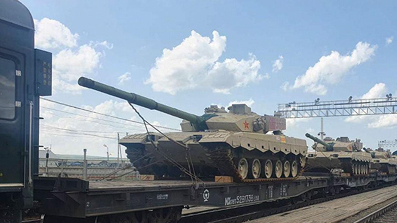 Эшелон с военной техникой НОАК для участия в АрМИ-2021 пересек границу с Россией