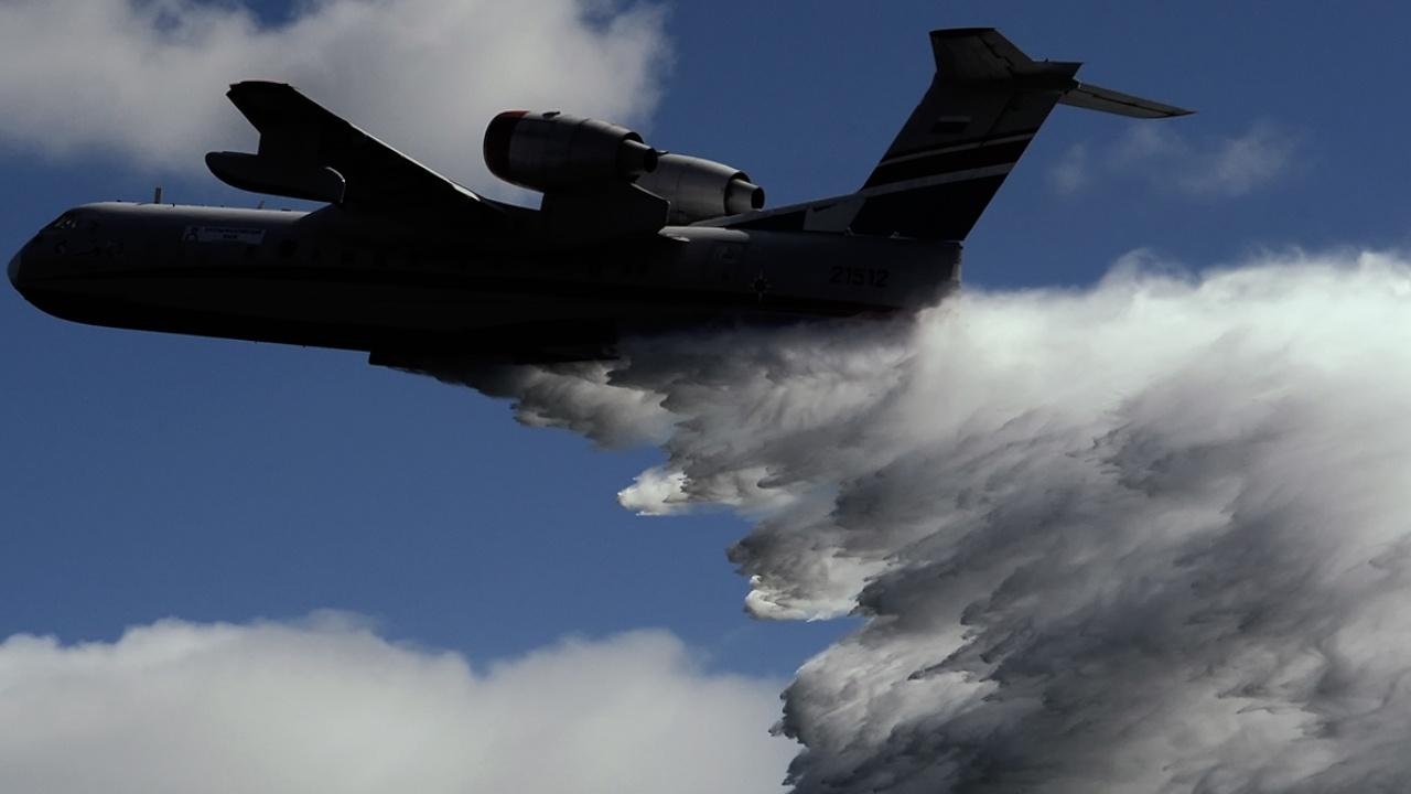 Российские самолеты Бе-200 задействовали в тушении пожара в Анталье