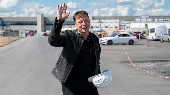 Рогозин пригласил Маска в Россию