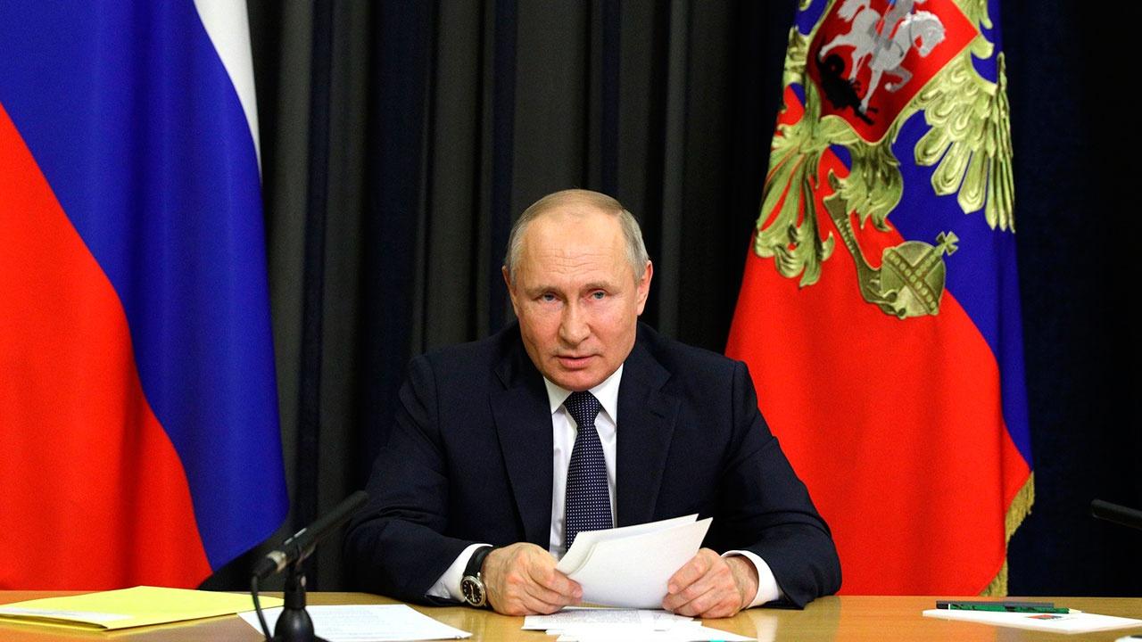 Путин поручил создать межведомственную комиссию по историческому просвещению