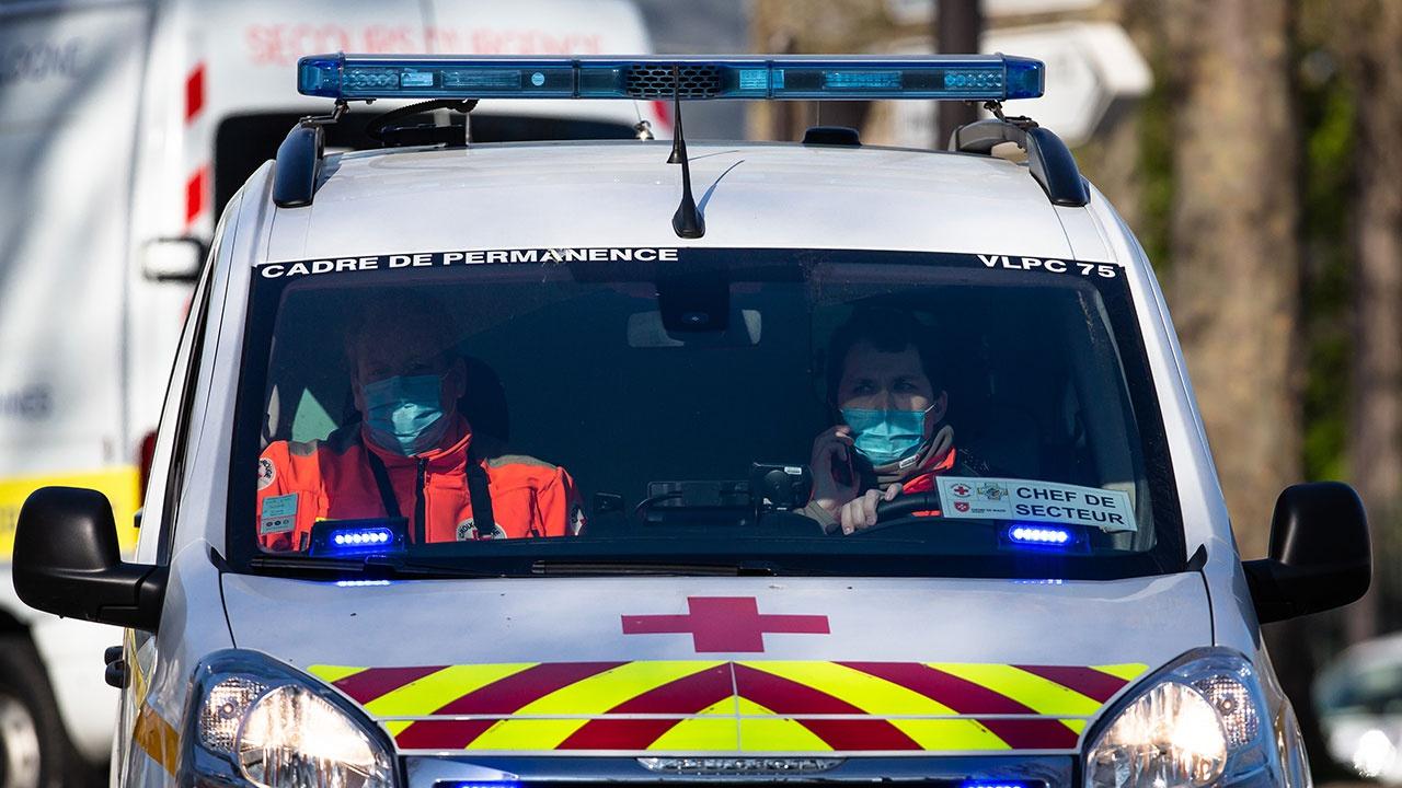 Есть жертвы: автомобиль протаранил террасу бара в Париже